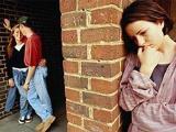Горько видеть, как женщинам насильственно прививают ту систему поведения, где она ДОЛЖНА прощать, ДОЛЖНА стремиться сохранить семью, ведь она ЖЕНЩИНА.