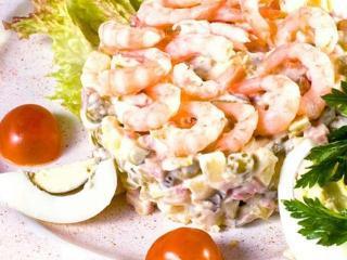 Старинный рецепт салата оливье с языком, курицей и креветками