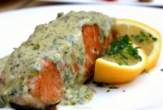 Форель под зеленым соусом.  Рецепт блюда из рыбы для романтического ужина