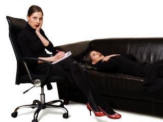 Где предел откровенности между подругами? Что лучше поможет: женская дружба или психолог?