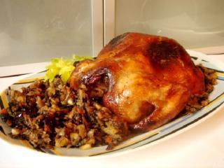 Курица, фаршированная виноградом, инжиром и грецкими орехами