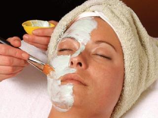 Уход за кожей лица. Косметические маски, чистка лица, паровые ванны, горячие и холодные компрессы.