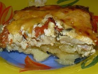 Картофельная запеканка с рыбой и грудинкой