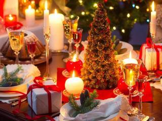 Украсим праздничный стол своими руками.