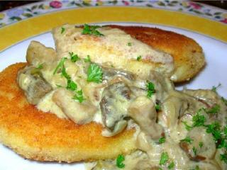 Котлеты картофельные с грибным соусом. Национальная украинская кухня