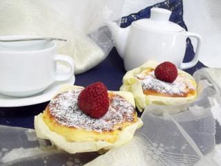 Творожные кексы с клубникой. Рецепт с фото