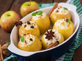 Яблоки, фаршированные творогом и сухофруктами