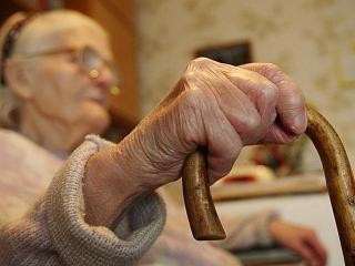 На обочине жизни: кому нужны старики?