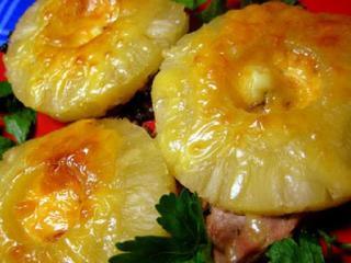 Свинина с ананасом.