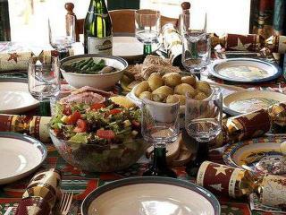 Как получить удовольствие за праздничным столом и не повредить здоровью?