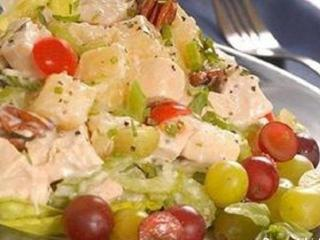 Яблочный салат с мятой и миндалем