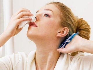 Кровь из носа: причины, первая помощь