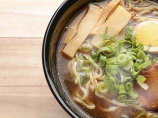 Японский суп с грибами и лапшой удон (КИНОКО УДОН СУПУ). Японская кухня