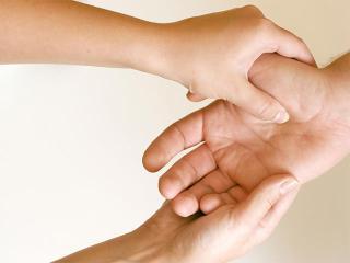 Точечный массаж ладоней (акупрессура)