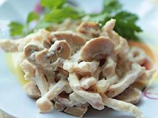 Салат из кальмаров с сыром и грибами