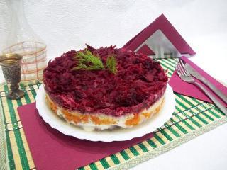 Новогодний салат «Сельдь под шубой». Рецепт с фото