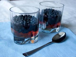 Ягодное желе из винограда с черникой