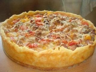 Картофельный пирог с мясным фаршем и овощами