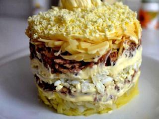 Салат с шампиньонами и консервированной сайрой