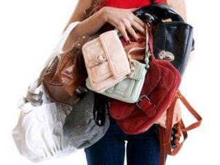 Боль в шее: проведем ревизию в дамской сумочке