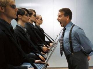 Когда начальник мешает карьере...