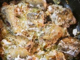 Рыба, тушенная в кефире. Вкусный простой рецепт блюда из рыбы. Детское питание. Диетическое питание