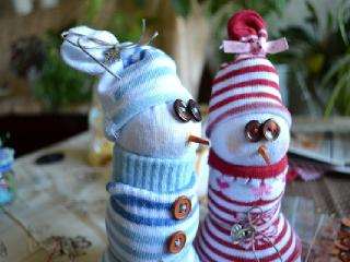 Заняться рукоделием с детьми, сделать смешного снеговика - лучший способ провести время на каникулах.