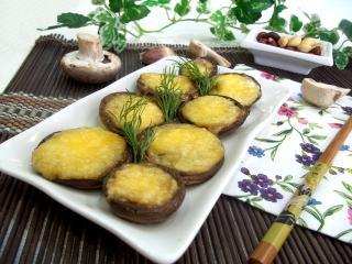 Фаршированные шампиньоны с сыром и арахисом. Рецепт с фото