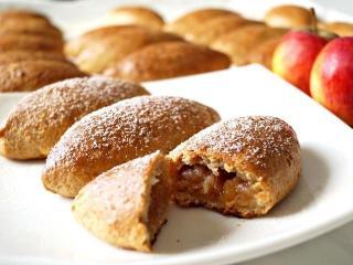 Творожные пирожки с яблочной начинкой