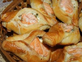 Расстегаи со щукой и семгой. Праздничный рецепт выпечки  из рыбы.<br>  Праздничное блюдо к Новому году и Рождеству