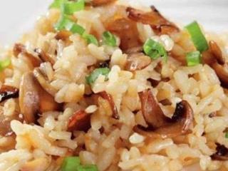 Рисовая каша с грибами в горшочках