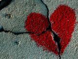 Искусство просто пронизано темой неразделенной любви, она проходит через литературу, живопись, музыку красной нитью.