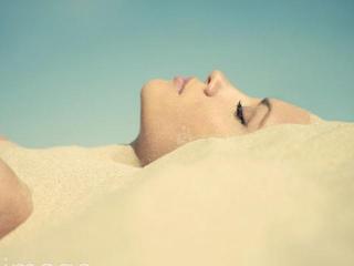 Псаммотерапия: как принимать песочные ванны