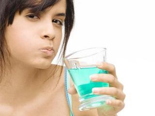 Как правильно полоскать горло и полость рта