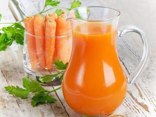 Лечение соками. Целебный морковный сок