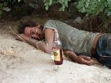 Всю жизнь я прожила с алкоголиком, всю жизнь я потратила на то, чтобы вытащить его из этой пропасти – и все напрасно. А жизнь прошла…