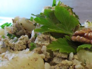 Вкусные гарниры: картофель отварной с орехами